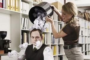 Защитить себя от интриг на работе